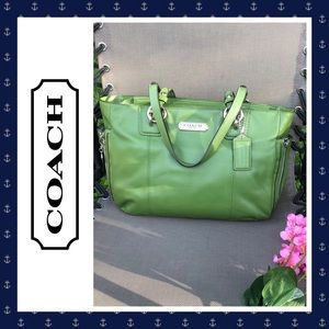 👜 COACH Gallery Leather Green Zip Tote